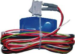 Прибор использует два сигнала электрических цепей автомобиля, для...
